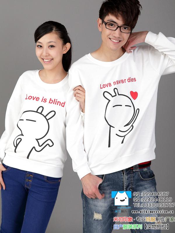 纯白圆领长袖之男女不同T恤图案班服